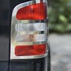 Cómo arreglar las luces de freno en un coche Nissan