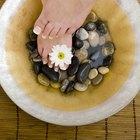 Cómo usar sales de Epsom para el dolor de pies