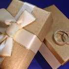 Etiquette for Wrapping a Wedding Gift