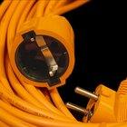 Cómo volver a conectar un cable verde, blanco y negro a un cable de extensión de tres puntas