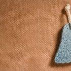 Cómo utilizar una piedra pómez para eliminar callos