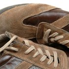 How to Clean Sperry Shoes With a Stain