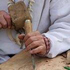 Cómo pelar la corteza de los árboles de cedro para la construcción de casas