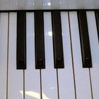 Cómo tocar un piano de juguete