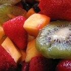 Cómo cubrir un pastel con fruta