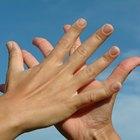 Cómo quitar el corrector líquido de las manos