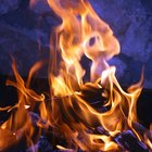 Cómo cambiar el color del fuego de una fogata