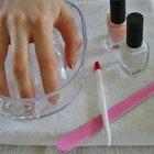 Cómo aplicar loción en las uñas