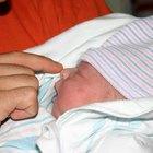 Cómo preparar gotas salinas de uso nasal para bebés