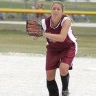 Cómo lanzar una pelota curva o curva a la inversa en Softball