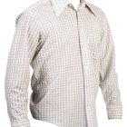 Cómo hacer que la camisa le quede mejor a los hombres