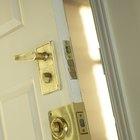 Cómo lubricar una cerradura de puerta trabada