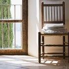 Cómo quitar la pintura de una silla de madera