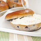 How Many Calories Are in a Blueberry Bagel With Cream Cheese?