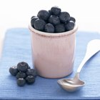How Do I Thicken Blueberries to Make Pie Filling?