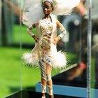 Cómo quitar la pintura de la cara de las muñecas Barbie