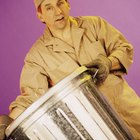 El salario anual de los hombres que recogen la basura en los Estados Unidos