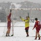 Cómo vestirte para el clima frío cuando juegas al fútbol