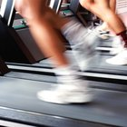¿Quemas más calorías corriendo afuera o en una caminadora?