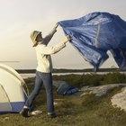 Cómo colocar una lona de sombra o lluvia para acampar