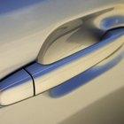 Cómo quitar y reubicar la manija de la puerta de un Honda