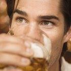 ¿Beber alcohol puede causar dolor de garganta?