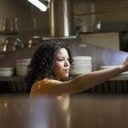 Cómo calcular el costo de la comida en un restaurante