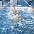 Nadar frente a máquina elíptica para perder peso