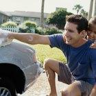 Cómo eliminar manchas de pintura en un auto