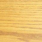 Cómo enderezar un pedazo de madera torcido