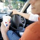 Cómo quitar una mancha de refresco de tu auto