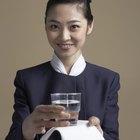 Cómo conseguir un empleo como azafata o auxiliar de vuelo