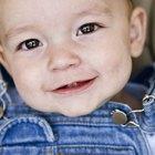 ¿Qué causa las deposiciones verdes en los bebés?