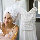 Cómo quitar el Pepto-Bismol de un vestido de poliéster blanco
