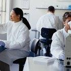 ¿Qué son los subíndices en una fórmula química y qué indican?