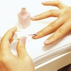 Apply Nail Polish Without Streaks