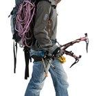 El equipo apropiado de una mochila para la escalada en roca