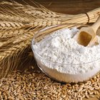 Differences Between Bleached Flour & Unbleached Flour