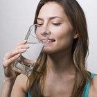 ¿Pueden dolerte los riñones si no tomas suficiente agua?