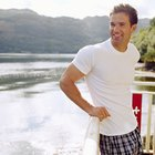 The Differences Between Slim Fit and Regular Men's T-Shirts