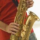 ¿Cuáles son los tamaños y pesos del saxo tenor vs. el saxo alto?