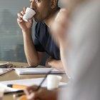 ¿Beber café puede causar resequedad bucal?