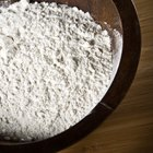 How to Dust a Pan With Flour