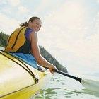 ¿Cuántas calorías quemo si remo en una canoa?