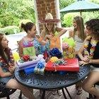 Cómo celebrar una fiesta para una niña que cumple 13 años