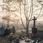 Etiquette on Who Pays for a Funeral