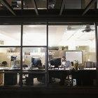 El costo promedio mensual de suministros para oficina