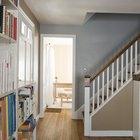 ¿Cuál es el espacio promedio entre las estanterías en un librero?