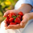 Cómo limpiar las manchas de fresa en una blusa blanca de poliéster