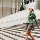 ¿Qué clase de zapatos se ven mejor con una minifalda?